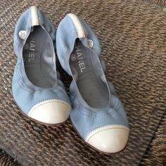 CHANEL Flats size 40 Good condition made in ITALY Light weight white & blue , visible signs of wear since they have been previously used, thx   NO TRADING. !!! CHANEL Shoes Flats & Loafers