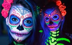 neon colored sugar skull face paint with glow-in-the-dark details halloween face paint ideas for adults worn by a young woman with dark eyes Spooky Halloween, Sugar Skull Halloween, Cute Halloween Makeup, Vintage Halloween, Halloween Costumes, Neon Face Paint, Sugar Skull Face Paint, Sugar Skull Makeup, Pintura Facial Neon