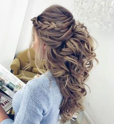Pretty Half up half down hairstyles - Pretty partial updo wedding hairstyle is a great options for the modern bride from flowy boho and clean contemporary cute bridal hair styles Wedding Hair Down, Wedding Hair And Makeup, Half Up Half Down Wedding Hair, Hair Styles For Wedding, Hair Styles For Quinceanera, Curly Half Up Half Down, Wedding Half Updo, Quinceanera Hairstyles, Wedding Hair With Braid