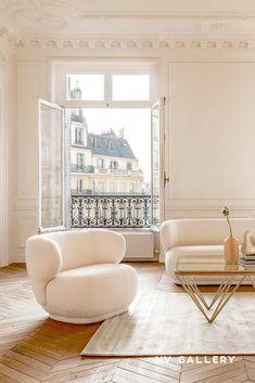 Nos designers ont ré-interprété le design 70's pour vous proposez des pièces tendances,  enveloppantes et ultra cosy. Par leurs formes arrondies et organiques, nos canapés, fauteuils et poufs apporteront une touche réconfortante et élégante à votre salon.  Pour la touche moderne, on associe le tissu bouclé à des pièces aux touches dorées.   Zen House, Camilla, Floor Chair, Sweet Home, Designers, Flooring, Living Room, Studio, Decoration