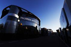 マクラーレン、メルセデスのモーターホームでF1エンジン契約交渉?  [F1 / Formula 1]
