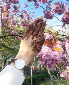 Top Easy, Simple and Latest Henna Arabic Mehndi Designs - Sensod - Create. Finger Henna Designs, Back Hand Mehndi Designs, Mehndi Designs Book, Indian Mehndi Designs, Bridal Henna Designs, Mehndi Designs For Girls, Mehndi Design Photos, Mehndi Designs For Fingers, Beautiful Mehndi Design