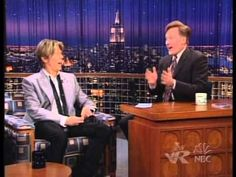 ♪ Melody is my Medicine ♪  David Bowie - Late Night With Conan O'Brien 18 June 2002 - YouTube