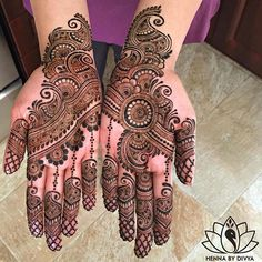 Mehndi design is extremely very famous for every occasion. Everyone can find best mehndi design for any festival. Simple and Easy Mehndi Designs Images. Best Arabic Mehndi Designs, Mehandi Design For Hand, Stylish Mehndi Designs, Bridal Henna Designs, Mehndi Design Pictures, Beautiful Henna Designs, Latest Mehndi Designs, Mehndi Images, Hena Designs