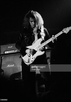 ritchie-blackmore-of-deep-purple-performs-on-stage-at-kb-hallen-on-picture-id96258032 (714×1024)
