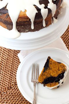 Chocolate-Pumpkin Marble Cake with Cream Cheese Glaze #THANKSGIVEAWAY #DOWNLINENS