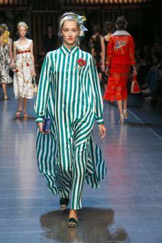 26-dolce-and-gabbana-spring-summer-2016-white-green-stripe-maxi-dress