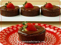 Postei a foto dessa tortinha que fiz para o dia dos pais e fez o maior sucesso! Também… chocolate, brigadeiro e morango… não tem combinação melhor! Para todos que pediram… Continue Lendo »