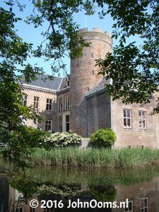 Kasteel Loenersloot Modern Buildings, Modern Architecture, Medieval Town, Water Tower, Country Homes, Forts, Netherlands, Holland, Palace