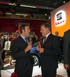 Presedintele SEAT SA James Muir intr-o discutie relaxata cu designer-ul sef SEAT - Alejandro Mesonero-Romanos.
