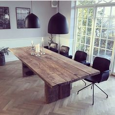 Primum dining chairs in black leather and a plank table from by Løth. Furniture, Table, Wood Table, Dinning Table, Black Dinning Table, Plank Table, Home Deco, Rustic Dining Table, Home Decor