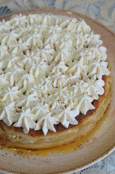 Tort cu mere si crema de zahar ars - CAIETUL CU RETETE Sweets Recipes, Cookie Recipes, Romanian Food, Christmas Cookies, Cheesecake, Deserts, Goodies, Pie, Cook