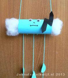regenwolk knutselen van wc-rol, toiletpapier rol, kinderen, basisschool, herfst, craft, recycle, make a raincloud from toiletpaper roll