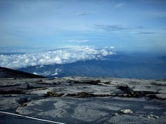 Nudisten-Bergsteiger lösen Katastrophe am Kinabalu aus: Auch ein Deutscher dabei von Falk Werner · http://reisefm.de/tourismus/nudist-kinabalu/ · Fünf nackte Touristen sollen Schuld am Erdbeben am Kinabalu in Malaysia sein. Auch ein Deutscher ist unter den Angeklagten.