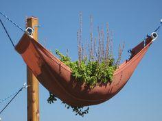 Hammock garden bed