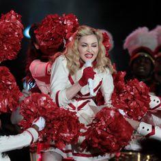 Veja fotos do show de Madonna no Rio de Janeiro:   http://rollingstone.com.br/noticia/madonna-exibe-vigor-diante-de-65-mil-pessoas-no-rio-de-janeiro/