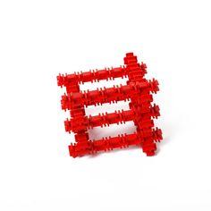 Квадракл – важный строительный элемент, обладающий удивительной гибкостью и пружинистостью. Из Квадраклов создаются площадки в космических портах, обеспечивающие мягкую посадку самым тяжёлым звездолётам. Квадраклы применяют для сооружения растягивающихся мостиков между зданиями и используют в инопланетных зоопарках – ведь на них очень любят прыгать Динозаврики! #фанкластик #наборминикрафтика #купить #fanclastic #конструктор #игрушка