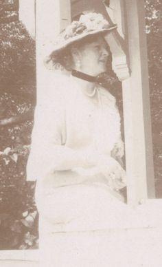 Empress Alexandra Feodorovna of Russia in 1916.A♥W