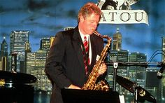 bill clinton with saxophone | Bill Clinton playing the saxophone during the 1992 election campaign ...
