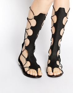 ALDO | ALDO - Grelari - Sandali piatti neri stile gladiatore al ginocchio su ASOS