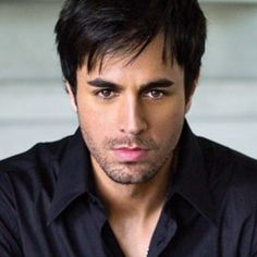 We all know the Enrique Iglesias with mole. Find out about Enrique Iglesias mole before and after and his mole removal. Enrique Iglesias, Gorgeous Men, Beautiful People, He's Beautiful, Beautiful Things, Superstar, Houston Rodeo, Top 10 Hits, Backstreet Boys