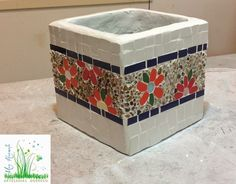 Mosaic Planters, Mosaic Garden Art, Mosaic Flower Pots, Painted Flower Pots, Mosaic Art Projects, Mosaic Crafts, Ceramic Boxes, Glass Ceramic, Mirror Mosaic