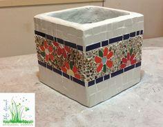 Mosaic Planters, Mosaic Garden Art, Mosaic Flower Pots, Painted Flower Pots, Mosaic Art Projects, Mosaic Crafts, Ceramic Boxes, Glass Ceramic, Mirror Mosaic