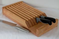 Knife Block, Block with 8 slots. Give your fine cutlery the day-to-day protection and organization it deserves. Counter top, tucked inside a cabinet or drawe. Fine Woodworking, Woodworking Projects, Knife Storage, Kitchen Cutlery, Knife Holder, Diy Cutting Board, Stain Colors, Knife Block, Safe Food