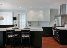 diseno de cocina moderna en negro  con paredes blancas