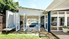 The top ten most popular mid-century modern Australian houses, as featured on The Design Files this year. Australian Architecture, Australian Homes, Modern Architecture, Pisa, Mid-century Modern, Modern Design, Modern Homes, Landscape Arquitecture, Victorian Terrace