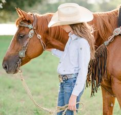 Lieza & Liela Klein at their home in Center, Texas. Lieza and Liela compete in the Pineywoods Youth Rodeo Association with their AQHA, APHA and POA horses. Country Girl Photography, Horse Girl Photography, Western Photography, Summer Photography, Equine Photography, Girl Senior Pictures, Senior Pics, Estilo Cowgirl, Pictures With Horses