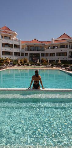 Susana Ribeiro no Hilton Vilamoura - Algarve - Portugal © Viaje Comigo Algarve, Hotel Portugal, Trips, Outdoor Decor, Swiming Pool, Traveling, Viajes, Travel