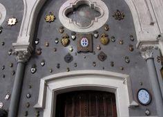 Ex Voto (Coeur de Marie) in basilica in Lourdes (Fra). Crowns, Madonna, Home Appliances, Antiques, Vows, House Appliances, Antiquities, Antique, Appliances