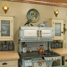 Vintage kitchen. I want an old stove...