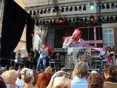 Kadeplein: optreden van zanger Rob de Nijs en zijn dertienkoppige band Pur Sang onder leiding van Roosendaler Frank Jansen tijdens de Draai van de Kaai 2012. Foto: R. Brood.