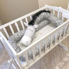 ¡¡ Monstruitos y animales feroces que cuidan de tu bebé !! | Bebeazul.top Baby Crib Bumpers, Cot Bumper, Baby Crib Mobile, Baby Cribs, Baby Mobiles, Kids Beds For Boys, Kid Beds, Baby Boys, Baby Pillows