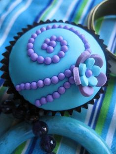Beautiful purple and blue cupcakes... too pretty to eat? Nope!