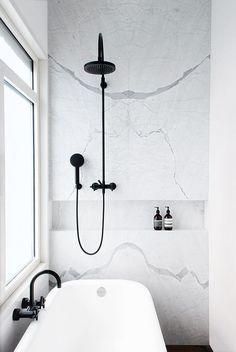 Black & White Marble bathroom renovation // black shower fixtures // clean, crisp, modern – Home Renovation