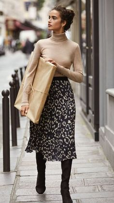 10 Fall Fashion Trends You Need Right Now - Fall fashion trends 2018 - with fall outfit ideas including neutrals, leopard print and tailoring. outfit ideas winter fashion 10 Fall Fashion Trends You Need Right Now Fall Winter Outfits, Autumn Winter Fashion, Spring Outfits, Winter Dresses, Dress Winter, Fashion 2018 Winter, Winter Midi Skirt, Autumn Skirt Outfit, Winter Outfits With Skirts