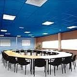 Dit is een vergaderzaal, hier komt het blauw ook weer terug