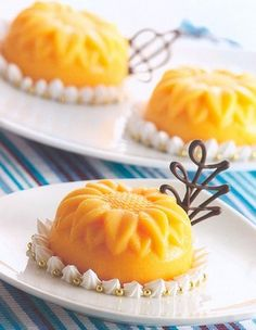 I love all things mango...Pudding: Mango, mandarin, vanilla, passion fruit...