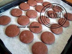 Rondelles chocolatées a la crème « دوائر بالشكولاطه و الكريمه Biscuits, Cookies, Desserts, Photograph, Food, Period, Image, Cocoa Butter, Recipe