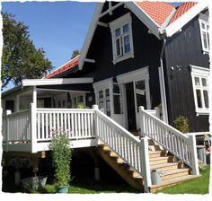 Bilderesultat for jugendstil rekkverk Bauhaus, Pavillion, Roof Colors, Backyard, Patio, Scandinavian Design, Garden Inspiration, Pergola, Villa