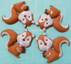 Esquilos confeccionados em feltro com enchimento de fibra siliconada antialérgica. Ideal para decoração de festa infantil, nichos de quarto do bebê, chá de fraldas, entre outros.
