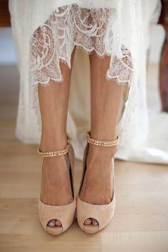 Zapatos nude con pulsera de brillantes