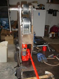 Homemade ring roller constructed from steel plate, steel wheels, and a bottle jack. Metal Bending Tools, Metal Working Tools, Ring Roller, Propane Cylinder, Metal Bender, Fabrication Tools, Car Workshop, Homemade Rolls, Blacksmith Tools