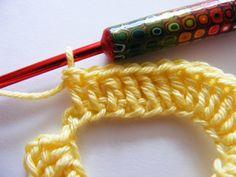 Fizule71: JE LIBO VALENTÝNSKÉ SRDÍČKO? Crochet Chain, Crochet Needles, Freeform Crochet, Knit Crochet, Knitting Patterns, Crochet Patterns, Heart Patterns, Doilies, Quilling