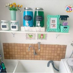 A imagem pode conter: área interna Kitchen Organization Pantry, Diy Organization, Duvet Covers Urban Outfitters, Laundry Room Design, Bathroom Wall Decor, Home Collections, Interior Design Living Room, Decoration, Home Crafts