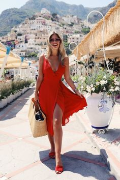 Arriving there, you are overcome by its beauty and magic. Red Summer Dresses, Summer Outfits Women, Casual Summer Outfits, Classy Outfits, Chic Outfits, Fashion Outfits, Fashion Story, Fasion, Rock Chic