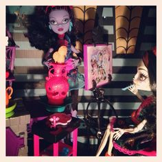 Jane Boolittle and Skelita Calaveras in art class. Monster High